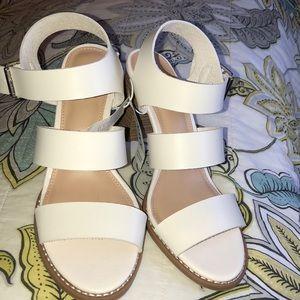 OLD NAVY off white/cream sandals